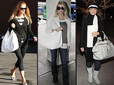 3 Femmes avec leus sac à main blanc