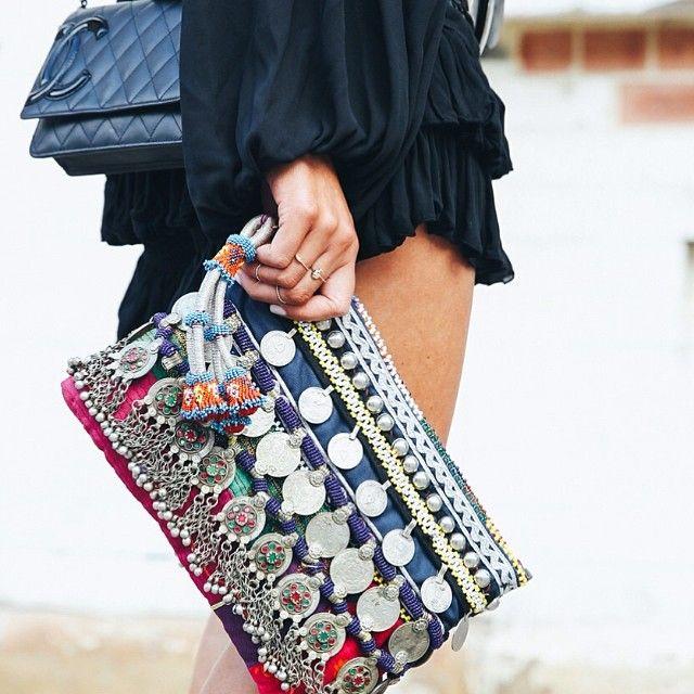 comment tenir un sac pochette