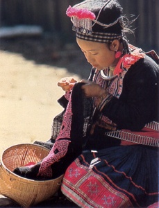 brodeuse Hmong sac hmong broderie
