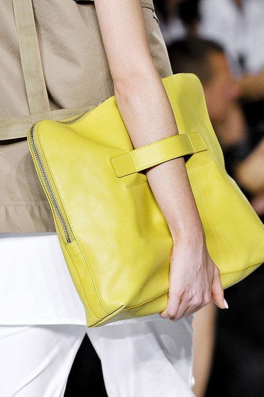 avec quoi porter sac jaune