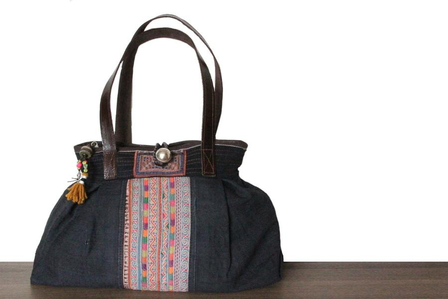 09baf8238c Dans le cas contraire où il s'agirait d'une femme de grande taille,  choisissez un grand sac à main.
