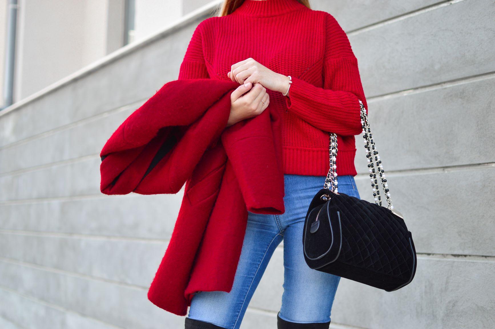 Couleur Avec Du Rouge quelle couleur de sac avec un manteau ?